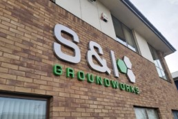 S&I Groundworks - Hardy Signs - 3D Halo Illuminated Signage